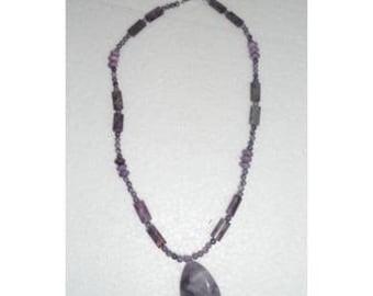 Collier sugilite purple et gros pendentif goutte améthyste