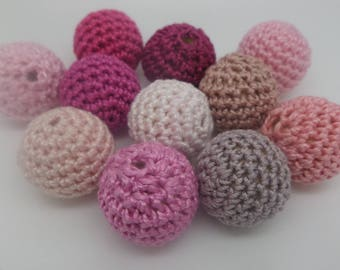 Pink 11 beads (2 cm) crocheted