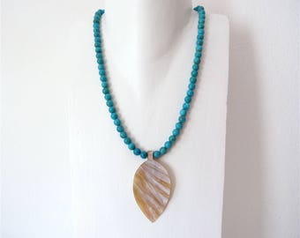 Turquoise necklace with Pelmuttanhänger in leaf form, short necklace of turquoise