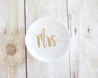 Mrs. Bridal Ring Dish - Circle