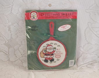 "Colrtex Christmas Skillet counted cross stitch kit Sealed 1989 Vintage 7.5"" x 12"""