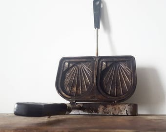 Vintage French Seashell Sandwitch Iron Press, Sandwich Toast Maker / French decor /French kitchen/  French country / Rustic