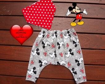 Baby boy pants, Baby boys harem pants, boys pants size 1, baby boys pants size 00 and 0. Super cute Mickey, Boys pants size 2.FREE BIB