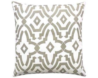 Pillowcase CHEVELLE graphically geometric white sand 40 x 40 cm ecru