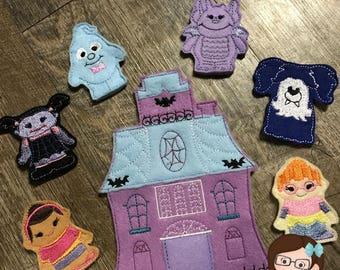 Handmade 7 Piece Set of Girl Vampire and Friends Finger Puppets, Finger Puppets, Puppets, Vampire Finger Puppet, Vampire Puppet