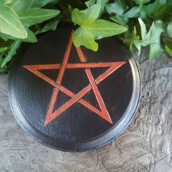 Morrigan Charging Plate, Altar Tile, Altar Paten, Altar Tool, Charging Plate, Witchcraft, Morrigan Art, Wiccan Altar Paten, Handmade
