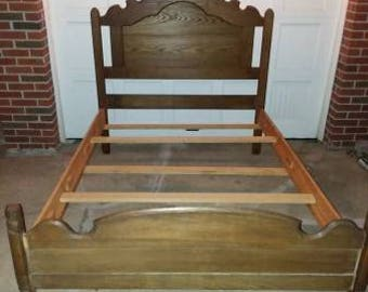 Full vintage bed Pristine condition
