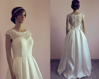 50s style wedding dress with lace & satin/ cape sleeves/ Elegant/ Retro chic/ Robe de mariée année 50
