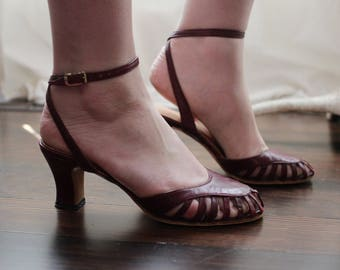 Vintage deep ox blood red burgundy strappy dancing sandals kitten heels made in Spain Wrapped ankle straps 1970s 1980s 70s 80s
