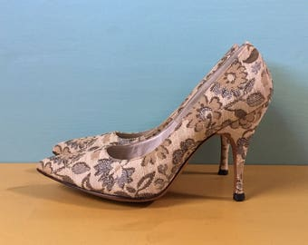 vintage 1950s 50s 50u0027s 1960s 60s 60u0027s mad men style tan canvas floral pointy toe pinup