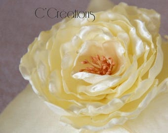 Ring pillow in satin and satin flower