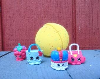 Surprise toy bath bomb, bath bomb with toy inside, kids bath bomb. Large 5 ounce bath bomb, suprise bath bomb
