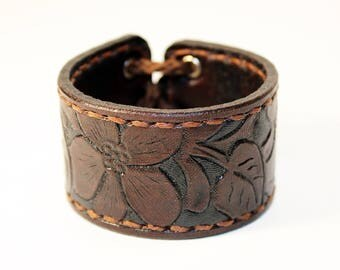 Leather cuff, cuff with flower ornaments, great gift for women, hight quality handmade leather bracelet, unique gift for women.