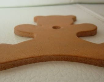 Coin shaped bear natural leather
