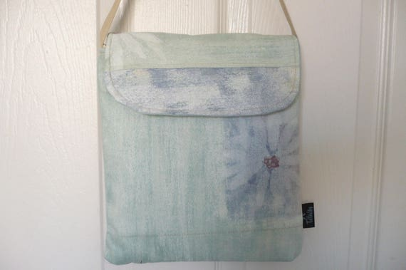 Ocean Blue Daisy Hip Bag