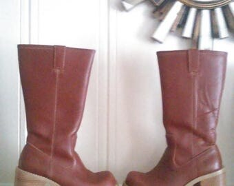 CHRISTMAS in JULY SALE Vintage Frye Dorian Brown Leather MId Calf Platform Boots / Mod /Women's Size 6 Us / Chunky Heel Boots / Retro / Vint