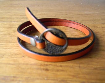 Orange clasp leather bracelet casually