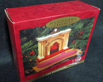 HALLMARK ORNAMENTS.   The Bearingers, Bears, 6 pieces.  Mint Condition, never used or displayed, in the box  1683a