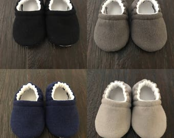 Solid color flannel baby booties // solid color flannel crib shoes