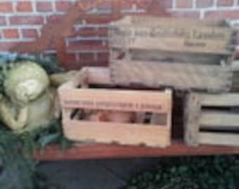 Old decorative wine box / crate / Mart