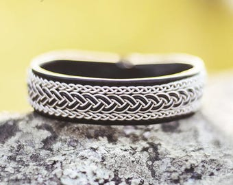 Sami bracelet made of reindeer leather, braided pewter wire/tin thread, black leather cord and reindeer antler – custom made