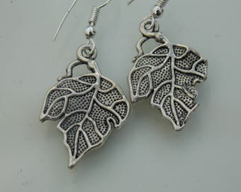 Silver plated // Textured leaf earrings