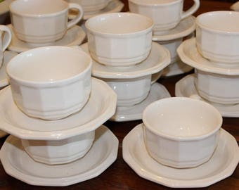 Vintage Pfaltzgraff Heritage Off White Cups and Saucers  Lot of 4