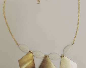 Necklace gold - prints diamonds & pearls