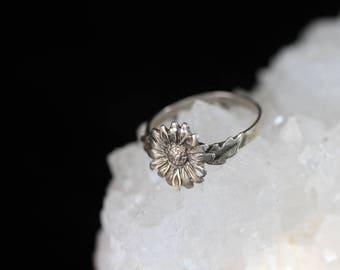 Sterling Silver - Hand-Etched Flower Ring / size (6.5)
