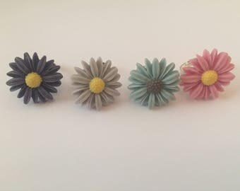 Adjustable hand made flower rings, daisy or rose, many different colours