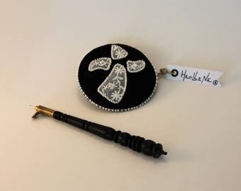 Black and white brooch , embroidered brooch , gwen a du , fashion accessory , gift for her , unique gift , black and white , lace old white