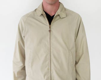 Arrow Mens Vintage 1960s Lightweight Zip Up Beige Golf Jacket Arrowhead Zipper Mesh Lining Back Yoke - Medium