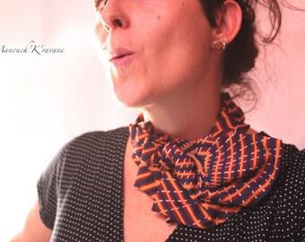 neck tie in Burgundy/blue/green vintage silk
