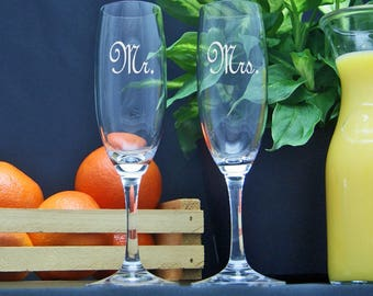 Mr. and Mrs. Wedding Toasting Champagne Glasses / Personalized / Engraved Glasses / Champagne Flutes / Custom Etched Set of 2 Glasses