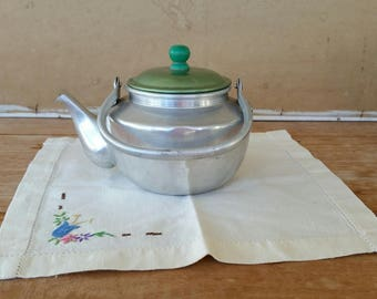 Small vintage teapot/ aluminium with green Bakelite lid top/ green aluminium lid/ 1950's vintage