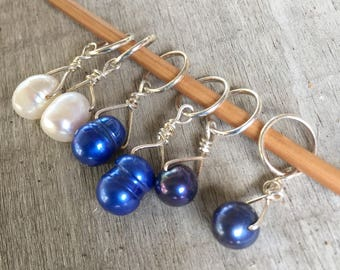 Classic Blue Set of 6 freshwater pearl and sterling silver stitch markers for knitting,gift for knitter,knitting notions,clear top tin