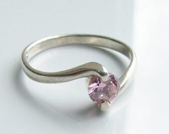 10% SALE - Vintage 925 Sterling Silver Pink Cubic Zirconia Twist Ring Size 8 - P 1/2