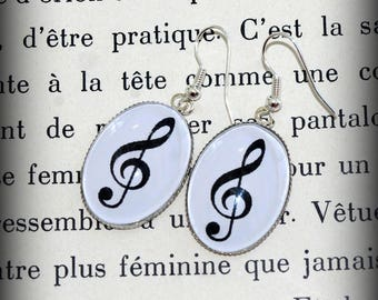 Earrings oval treble clef