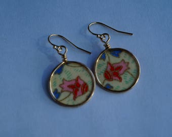 Paper jewelry--handmade paper and wire earrings in pink and white tulip print paper