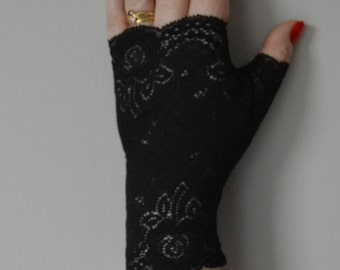 Lace fingerless gloves Black opaque, opaque black Lace Gloves, opaque elegant fingerless black gloves, black women gloves, evening