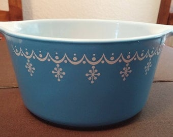 Pyrex Snowflake Garland 1 Quart Casserole with Lid