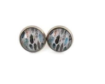 Nail and chip - Studs - 12 mm round glass - stainless steel earring feathers - hypoallergenic / Feather earrings