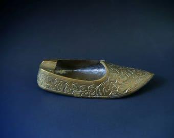 Vintage Etched Brass Genie Shoe Ashtray India Jutti Shoe Trinket Dish Incense Burner Cone Holder