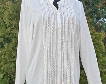 Women white cotton blouse, womens blouse peasant, cotton chemise, summer shirt, long sleeves blouse, Vintage M blouse, cotton shirt and lace