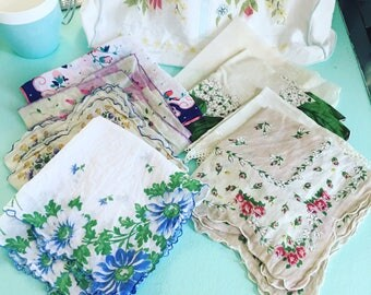 Vintage Handkerchiefs Printed Floral Tatted Lace Scalloped Edging Lot of 8
