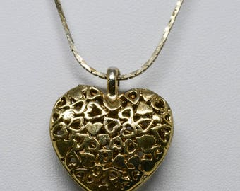 Lovely gold tone heart necklace