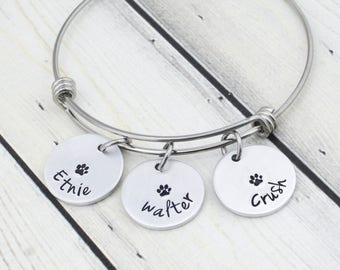 Personalized Pet Name Bracelet for Women - Custom Pet Mom Jewelry - Dog Mom - Cat Mom - Dog Lover Gift - Paw Print Pet Lover Gift for Woman