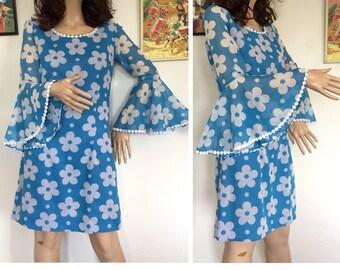 Vintage 60s 70s Flower Power Bell Sleeve Mini Dress Retro Mod GoGo Op Pop Art Boho Hippie Hippy Mid Century Modern 1950s 50s 1960s 1970s 90s