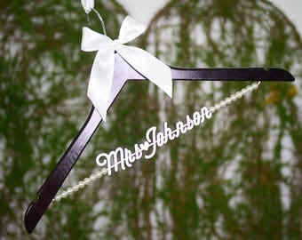 Unique Shower Gift, Personalized Wedding hanger, Bridal Hanger, Personalized Wedding Hanger with Pearls, Gift for Bride, Gift for Her et0013
