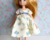 1950s Vintage, flowery TAFFETA DOLL DRESS in a charming print - very slim fitting and perfect for Lottie